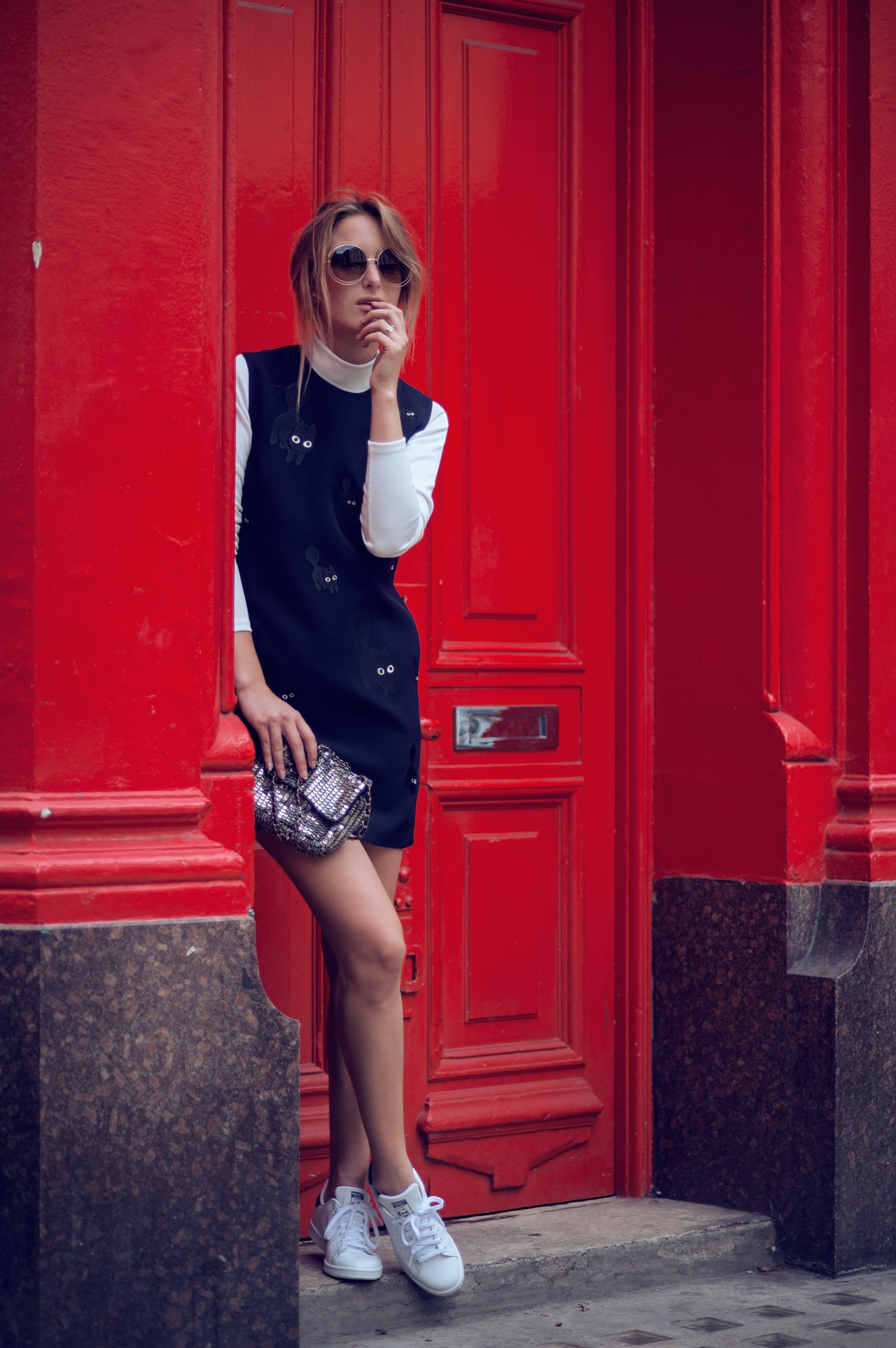 white sneakers fashion blogger